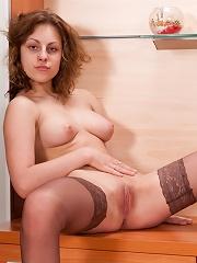 Nylon-loving girl demonstrates her gorgeous curves